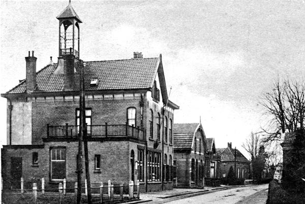 Post en telegraafkantoor met toren
